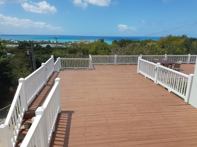 Large Deck for Entertaining